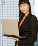 Femme d'affaires avec l'ordinateur portatif Images libres de droits