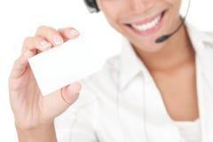 Femme d'affaires avec la carte de visite professionnelle de visite de fixation d'écouteur Photos libres de droits