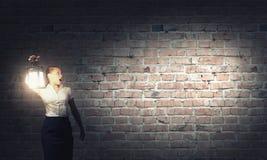 Femme d'affaires avec la lanterne Image libre de droits
