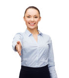 Femme d'affaires avec la main ouverte prête pour la poignée de main Photos stock