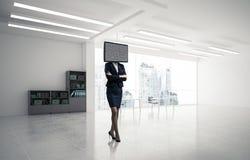 Femme d'affaires avec la TV au lieu de la tête Image stock
