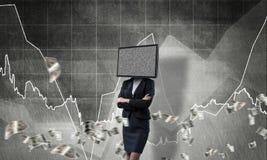 Femme d'affaires avec la TV au lieu de la tête Images stock