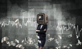 Femme d'affaires avec la vieille TV au lieu de la tête Photos libres de droits