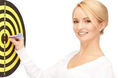Femme d'affaires avec le dard et la cible Photographie stock