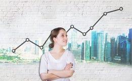 Femme d'affaires avec le diagramme de croissance des bénéfices Images stock