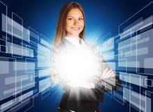 Femme d'affaires avec le fond abstrait rougeoyant Image stock