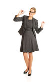 Femme d'affaires avec le jouet plat à disposition Photos libres de droits