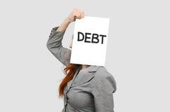 Femme d'affaires avec le message de dette de conseil blanc Photo stock