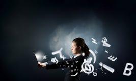 Femme d'affaires avec le PC de tablette Images libres de droits