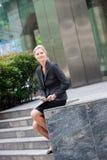 Femme d'affaires avec le téléphone image libre de droits