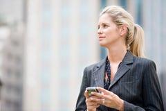 Femme d'affaires avec le téléphone photo stock