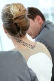 Femme d'affaires avec le tatoo lors de la réunion de travail images libres de droits
