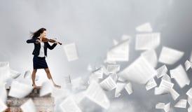 Femme d'affaires avec le violon Photographie stock