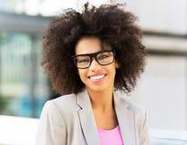 Femme d'affaires avec les cheveux Afro Photos stock