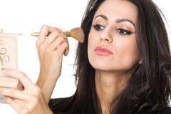 Femme d'affaires avec un miroir de maquillage Photos stock