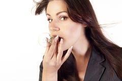 Femme d'affaires avec une ampoule dans sa bouche Photos libres de droits