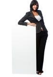 Femme d'affaires avec une carte vierge photographie stock