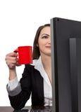 Femme d'affaires avec une cuvette de café rouge Image stock