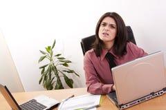 Femme d'affaires avec une expression demandante Photo stock
