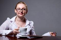 Femme d'affaires avec une tasse de café Photo libre de droits