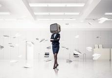 Femme d'affaires avec une vieille TV au lieu de tête Images libres de droits
