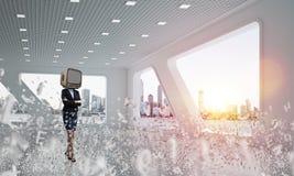 Femme d'affaires avec une vieille TV au lieu de tête Photo libre de droits