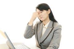 Femme d'affaires ayant un mal de tête Image stock
