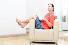 Femme d'affaires ayant une pause-café photographie stock libre de droits