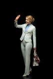 Femme d'affaires blonde heureuse ondulant dans le costume blanc Photo libre de droits