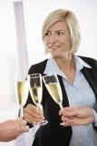 Femme d'affaires célébrant avec le champagne Images libres de droits