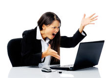 Femme d'affaires chargée à l'extérieur Photo stock