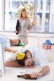 Femme d'affaires choquée par pagaille après réception Image libre de droits