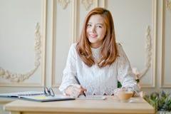 Femme d'affaires comme travaillant Photos stock