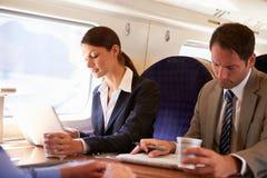 Femme d'affaires Commuting To Work sur le train Photo libre de droits
