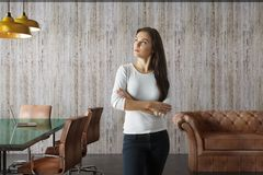 Femme d'affaires In Conference Room Photos stock