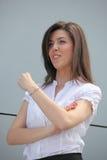 Femme d'affaires confiante soulevant son poing Photos stock
