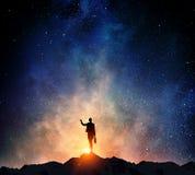 Femme d'affaires contre le ciel étoilé Image libre de droits