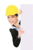 Femme d'affaires d'entrepreneur d'ingénieur affichant le signe Photographie stock libre de droits