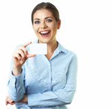 Femme d'affaires d'isolement sur le fond blanc Par la carte de crédit Photographie stock