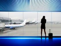 Femme d'affaires dans l'aéroport Photographie stock
