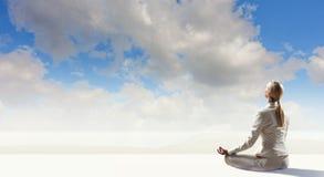 Femme d'affaires dans la pose de lotus Media mélangé photographie stock libre de droits