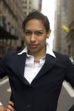 Femme d'affaires dans la rue Photo stock