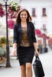 Femme d'affaires dans la ville Photos stock