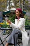 Femme d'affaires dans la ville Images stock