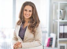 Femme d'affaires dans le bureau Photo stock