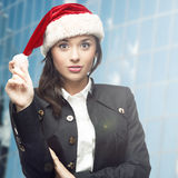 Femme d'affaires dans le chapeau de Santa Image stock