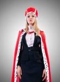 Femme d'affaires dans le costume royal contre le gradient Image stock