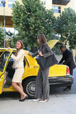 Femme d'affaires dans le taxi Photo stock