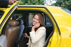 Femme d'affaires dans le taxi Images stock