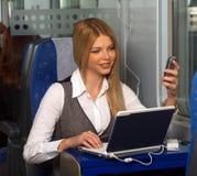 Femme d'affaires dans le train Photos stock